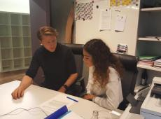 Yousra samen met Axel Ronse tijdens de Youca dag