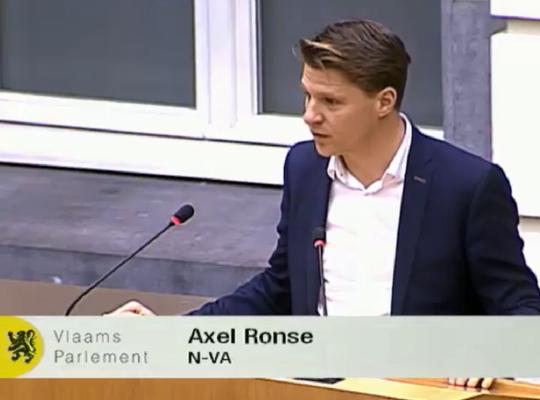 over de vernieuwde samenwerking tussen Vlaanderen en Wallonië om de arbeidsmarktkrapte tegen te gaan.