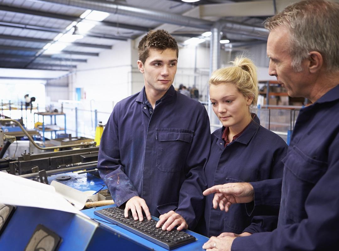 Duaal leren door werken houdt in dat jongeren meer dan nu ervaring kunnen opdoen op de werkvloer.   Niet alleen ervaring opdoen, maar ook effectief lezen op die werkvloer. Op die manier kunnen jongeren die al doende leren een kwalificatie behalen en zijn
