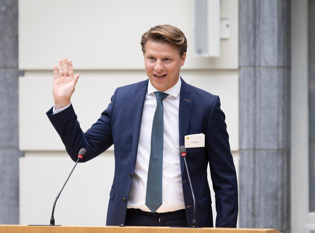 Axel Ronse legt eed af in Vlaams Parlement