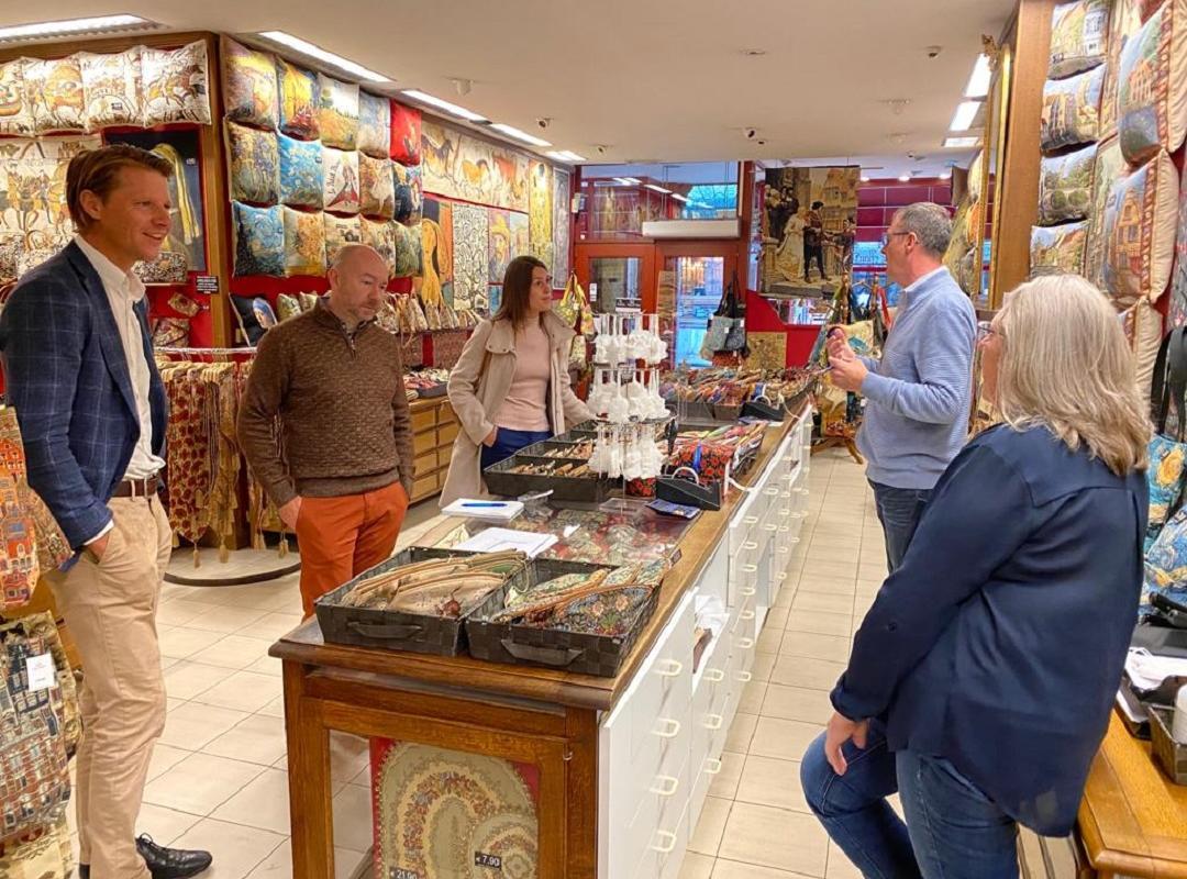 Maaike De Vreese en Axel Ronse leggen vinger aan de pols bij Brugse souvenirwinkels