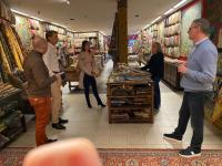 Axel Ronse bij  Mille Fleurs Tapestries Brugge
